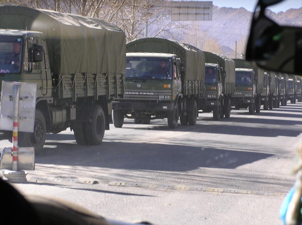 Блоггеры: в центр Москвы едут грузовик…