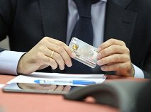 Электронный паспорт россиянина сделают платежным
