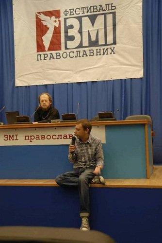 прежде награждения «пресс-секретарь Украинской православной церкви протоиерей Георгий Коваленко сначала внимательно выслушал журналиста газеты