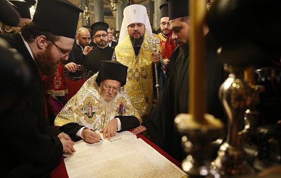 В нарушение канонов: Варфоломей подписал томос об автокефалии «новой церкви» Украины
