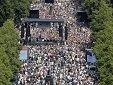 «Пандемии нет и в помине»: десятки тысяч людей в ФРГ вышли на улицы против карантина