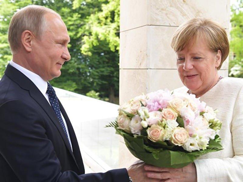 Китайские СМИ разгадали характер Путина побукету для Меркель