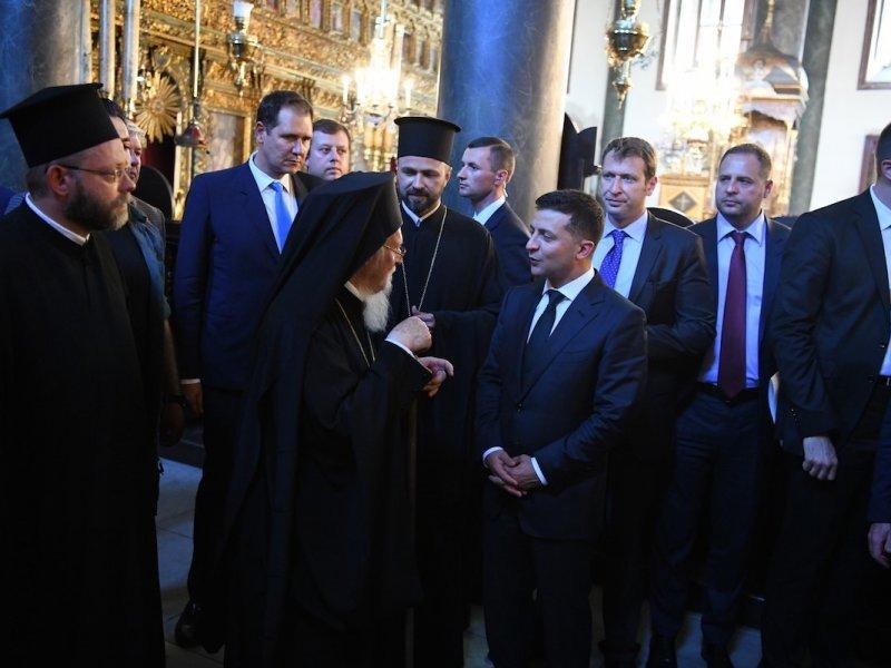 Патриарх Варфоломей проигнорировал прихожан УПЦ и вошел вРаду через черный ход