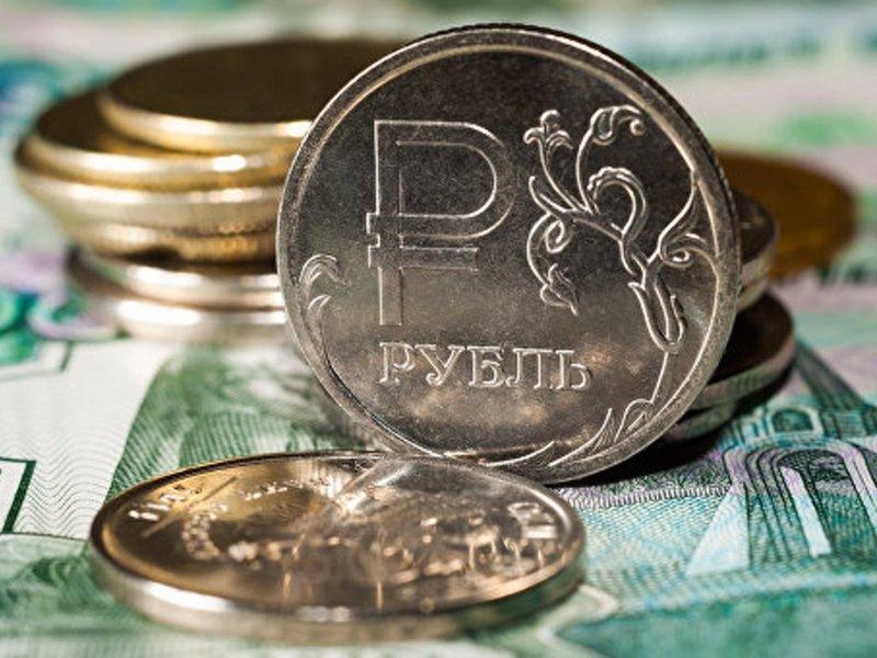 Рубль вошел с двадцатку самых популярных валют
