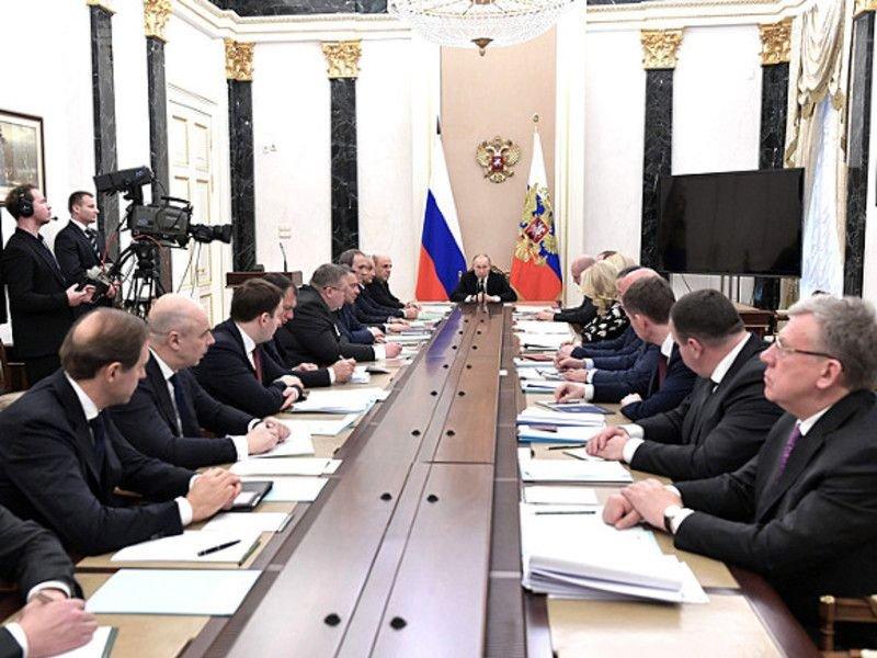 Благополучие россиян, доходы военных, поддержка семей с детьми: О чем говорил президент