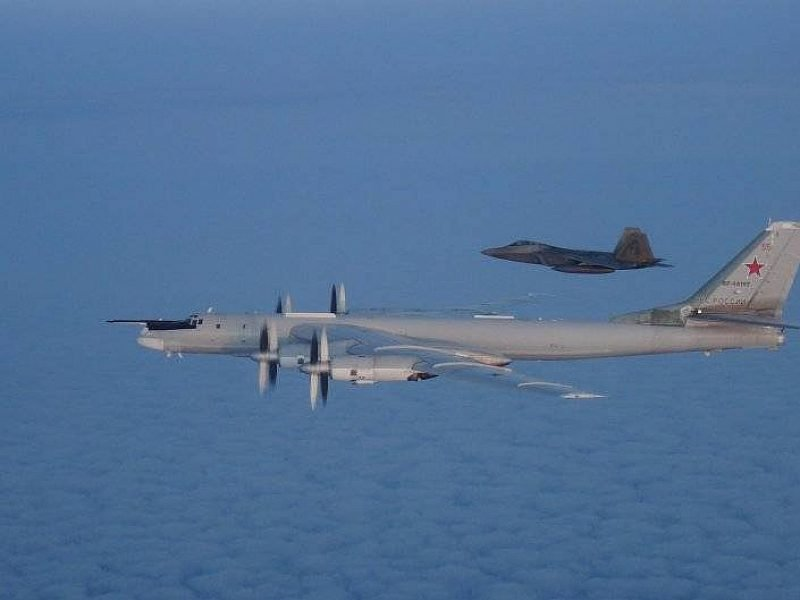 Самолет неизвестной модели заметили около военной базы вСША
