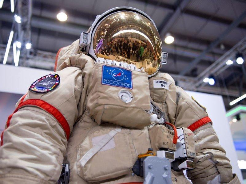 Российские космонавты в 2022 году совершат рекордное число выходов в космос
