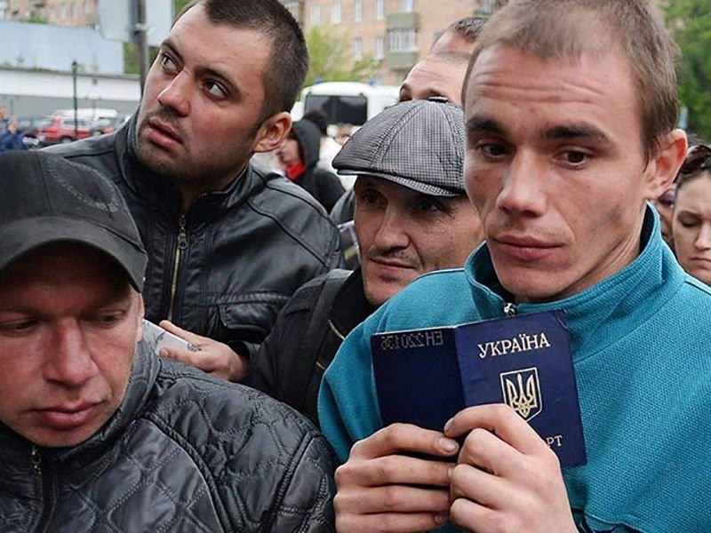 Украинская оппозиция считает, что страна превратилась вэкспортера трудовых ресурсов